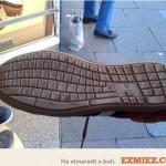 Billentyűzet a cipőben