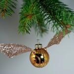 Geekkarácsony – Arany cikesz a fenyőágra